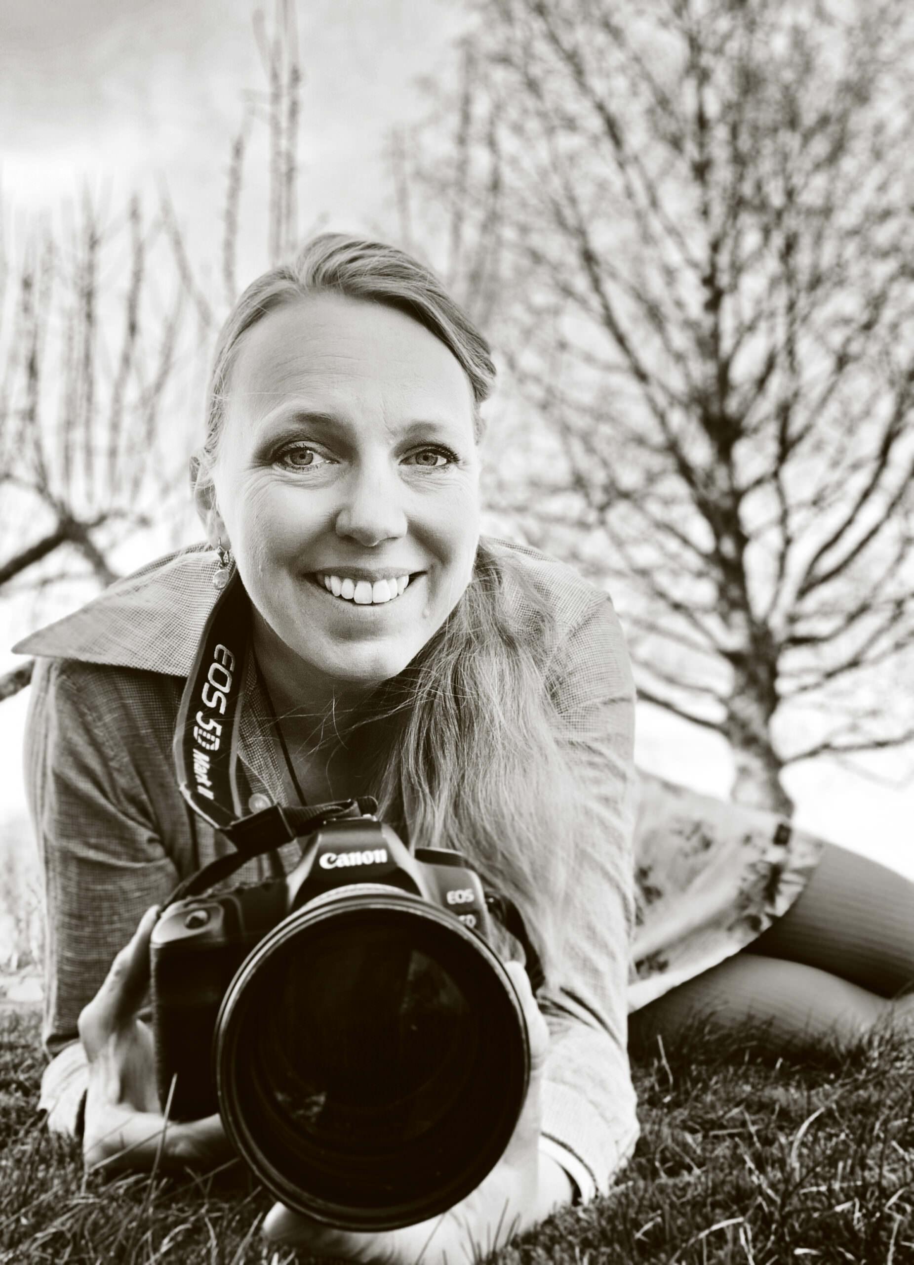 Ida Frid är fotograf , filmare och redigerare i Hälsingland.